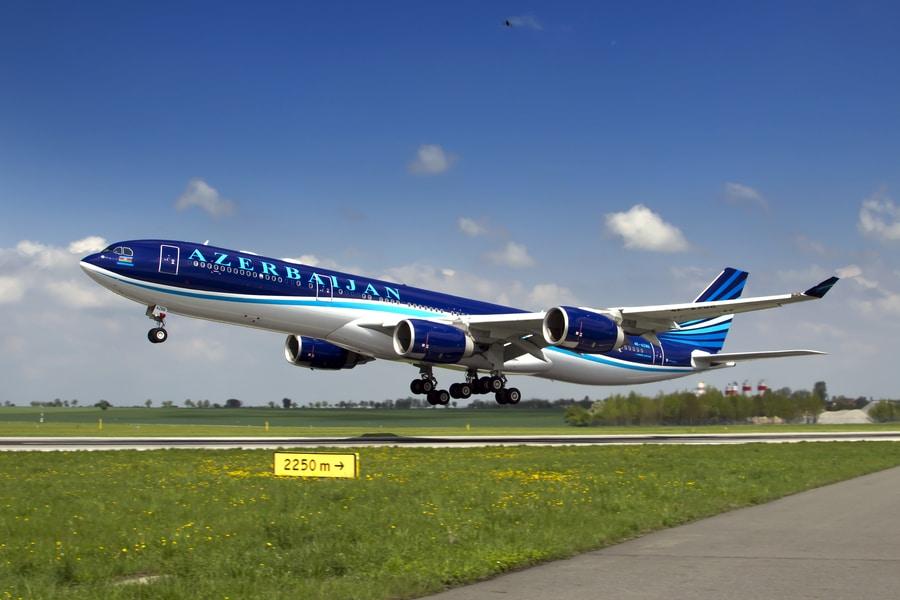 J2-Azerbaijan-airlines.jpg