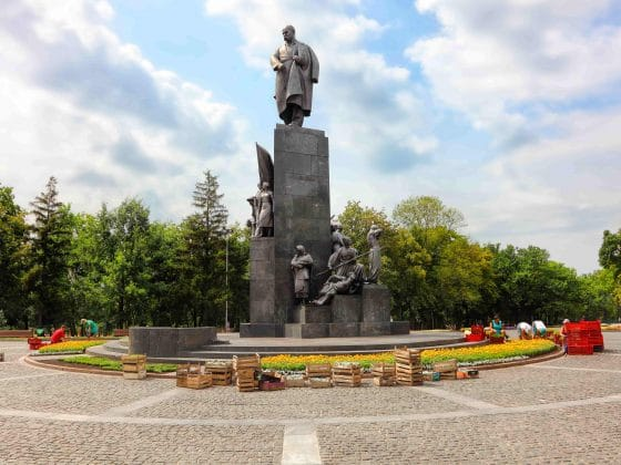 Taras-Shevchenko-Monument-in-recreation-and-nature-public-park-named-after-Shevchenko-min