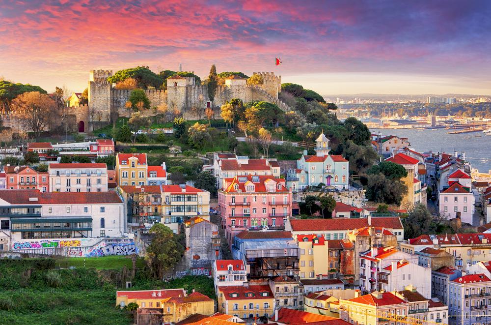 Lisbon-Portugal-skyline-with-Sao-Jorge-Castle