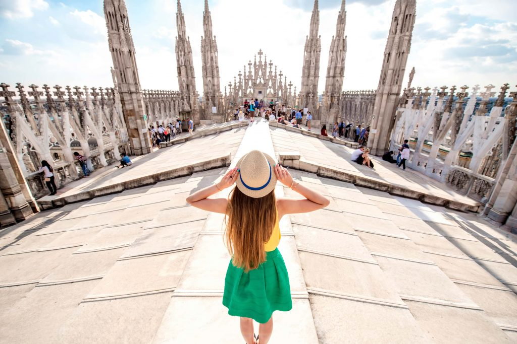 rooftop-of-Duomo-cathedral-in-Milan-min