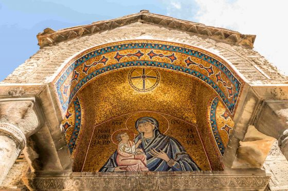 Mosaic-of-the-Madonna-and-child-at-the-south-portico-of-the-Church-of-Panagia-Kapnikarea-min