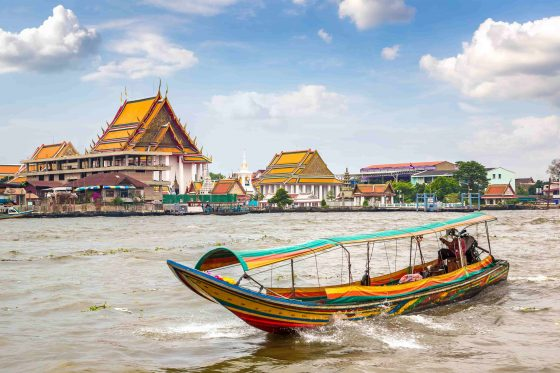 Long-tail-boat-in-Chao-Phraya-river-in-Bangkok-min