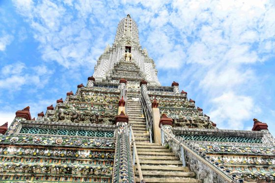 Steep-Stairways-to-the-Top-of-Wat-Arun-min