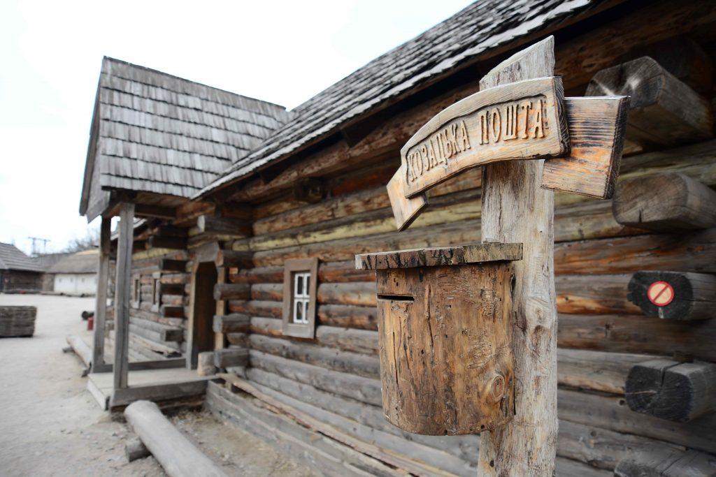Wooden-building-on-Zaporozhye-Sich-min