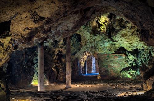 Interior-of-Dragons-Den