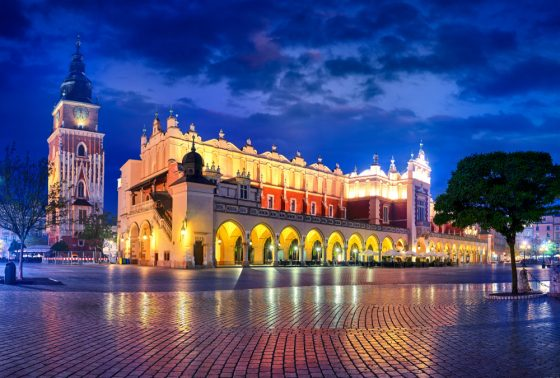 Cloth-Hall-and-hall-tower-building-with-clock-nighttime