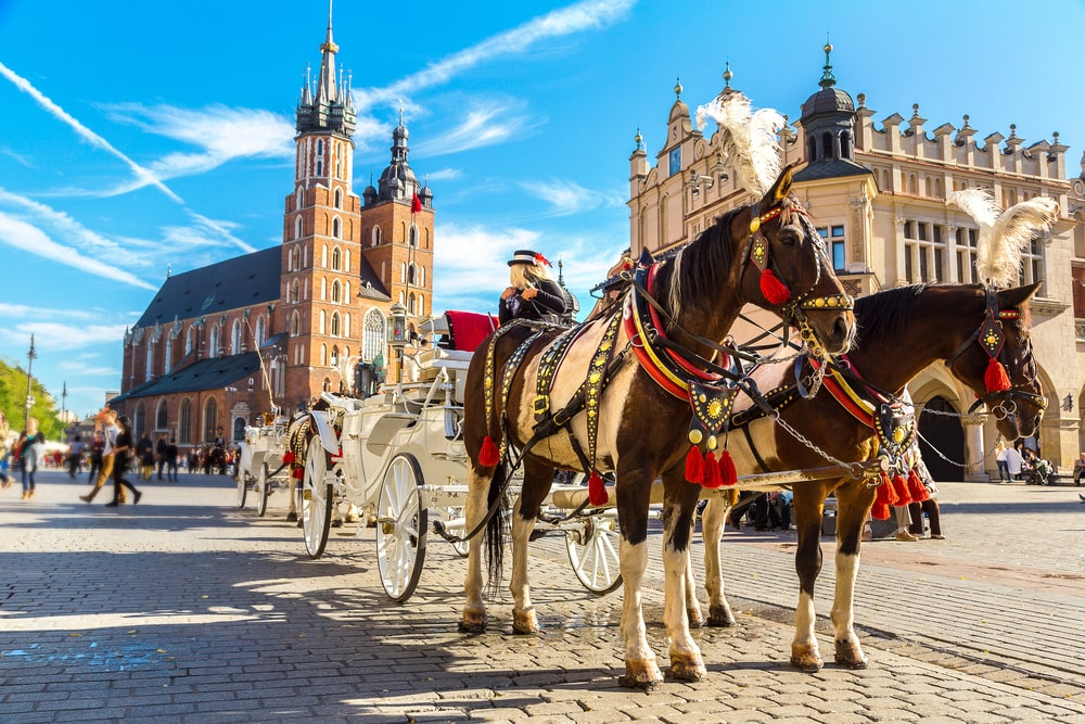 Horse-carriages-at-main-square-in-Krakow-min