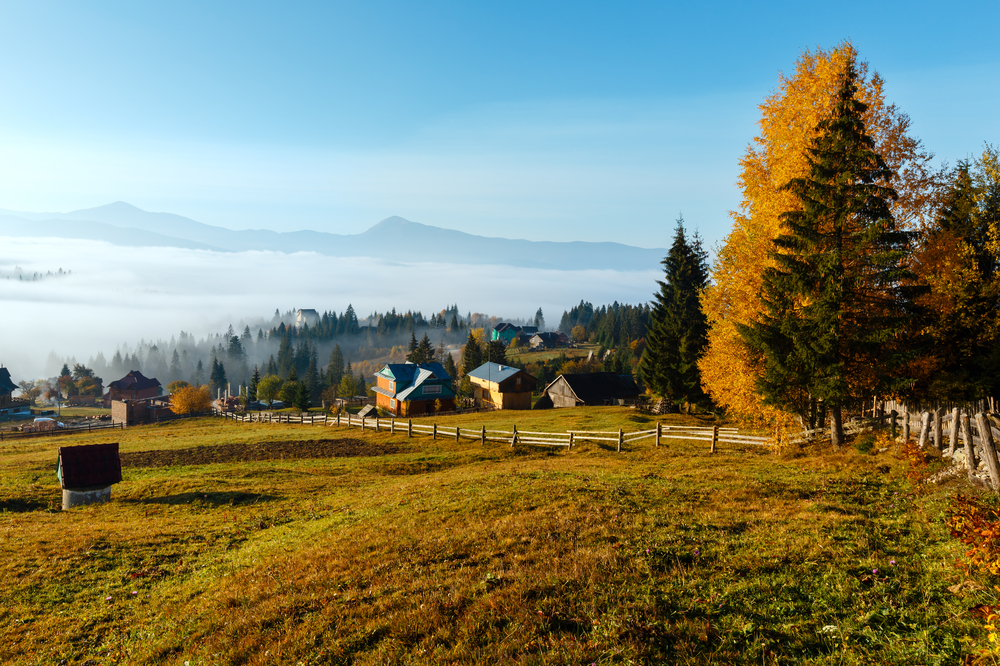 Morning-fog-on-the-slopes-of-the-Carpathian-Mountains