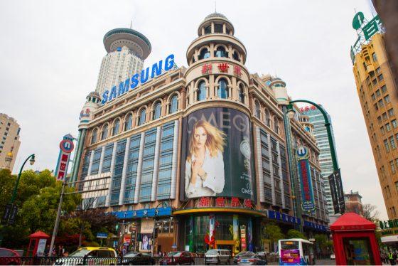 shanghaichinaapr16-most-bustling-commercial-streetnanjin-road