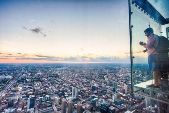 chicago-illinois-usa-june-2016-tourist