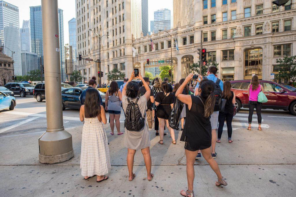 chicago-il-august-18-2017-friends