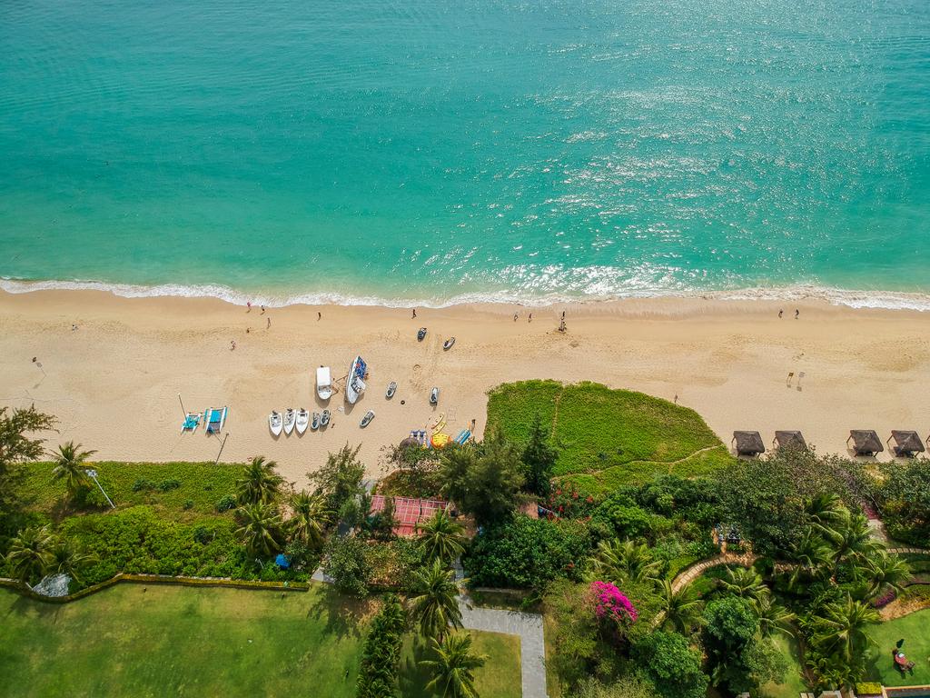sanya_beach1.jpg